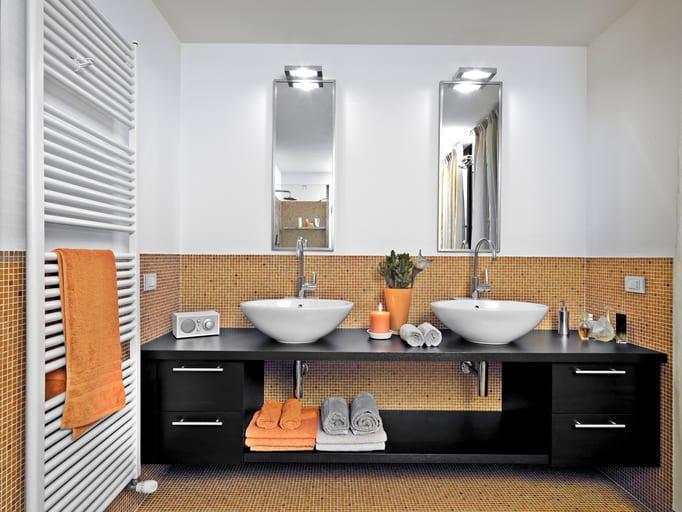 Extra handdoekradiator in badkamer voor tijdelijke verhoging van capaciteit