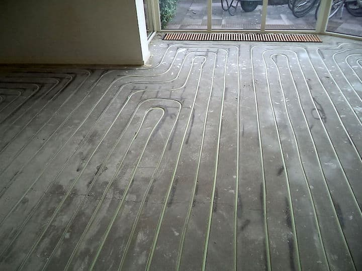 De prijs voor het infrezen van vloerverwarming - © Konfort Montage BV
